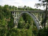 Přes dva mosty
