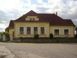 Haškovcova Lhota - obec - objekt bývalé školy na konci vsi